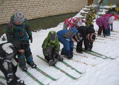 занятие на лыжах